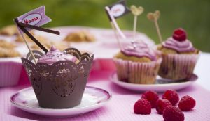 Himbeercreme-Cupcakes mit Marzipan-Frischkäse-Frosting