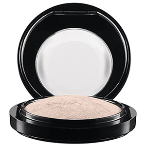 MAC Haute Dogs Mineralize Skinfinish