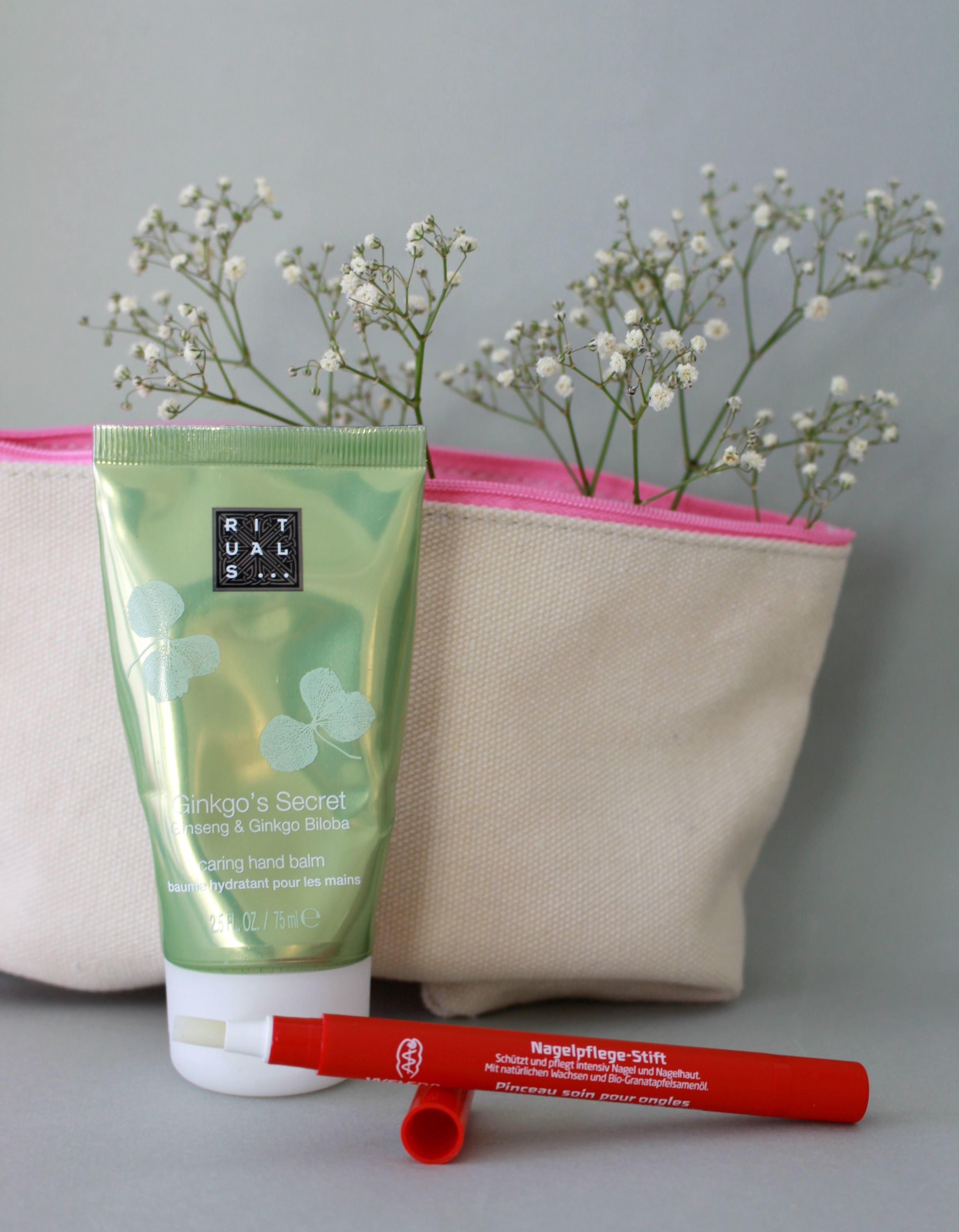 Handcreme-und-Nagelpflegestift-gehören-im-Winter-in-jede-Handtasche
