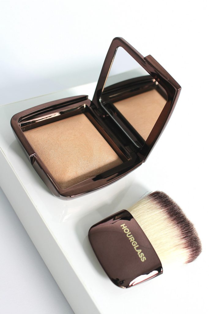 Hourglass Ambien Lighting Powder und Pinsel